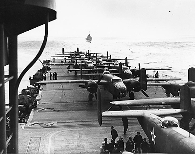 B25_on_the_deck_of_uss_hornet_0001